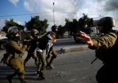 الاحتلال يصيب عاملين ويعتقلهما في جنين