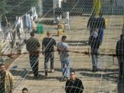 إدارة سجون الاحتلال تواصل عزل 6 أسرى من الهيئة التنظيمية