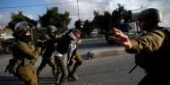 الخليل: الاحتلال يعتقل ثلاثة مواطنين ويفتش منازل