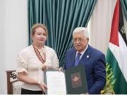 """الرئيس يقلد سفيرة بولندا """"نجمة القدس"""" من وسام القدس"""