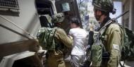 الاحتلال يعتقل ثلاثة شبان غرب رام الله ويستولي على تسجيلات كاميرات