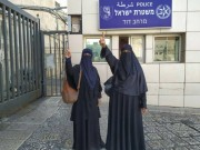 الاحتلال يبعد 7 مواطنين بينهم سيدتان عن الأقصى لمدة 15 يوما
