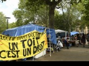 تشدد في موقف الحكومة الفرنسية تجاه المهاجرين تحت ضغوط اليمين