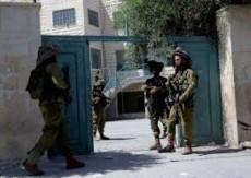 الاحتلال يغلق البوابة الرئيسية لمدرسة الساوية -اللبن الثانوية