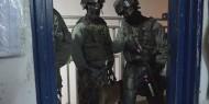 """وحدات القمع تقتحم قسم (2) بمعتقل ريمون"""" وتنكل بالأسرى"""